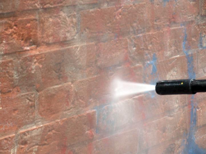 Rimozione graffiti 6 - Stevanato | Soluzioni per umidità e infiltrazioni