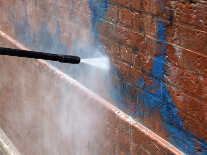 Rimozione graffiti 4 - Stevanato | Soluzioni per umidità e infiltrazioni