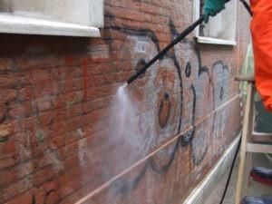 Rimozione graffiti 2 - Stevanato | Soluzioni per umidità e infiltrazioni