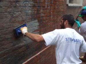 Rimozione graffiti 10 - Stevanato | Soluzioni per umidità e infiltrazioni